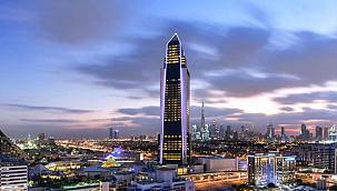 300 milyon dolara mal olan 75 katlı otelini açtı