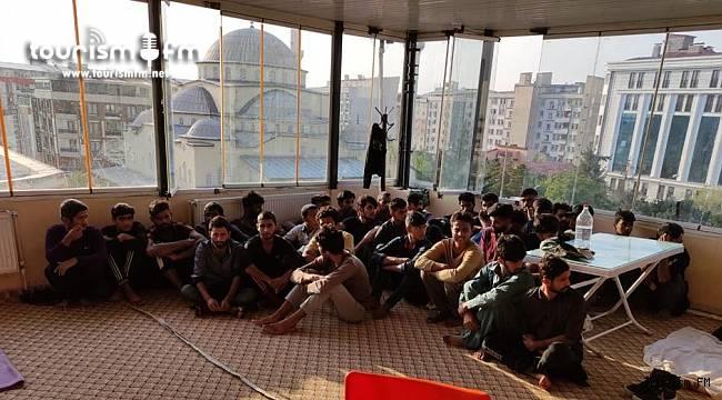 Göçmen kaçakçılığında kullanılan otellere baskın