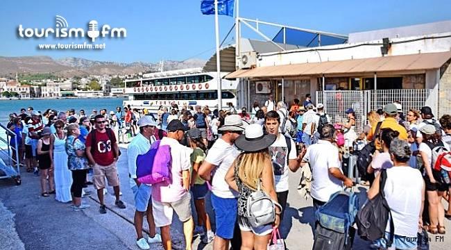 Yunanistan Türk turistlerin serbest geçişine izin verdi