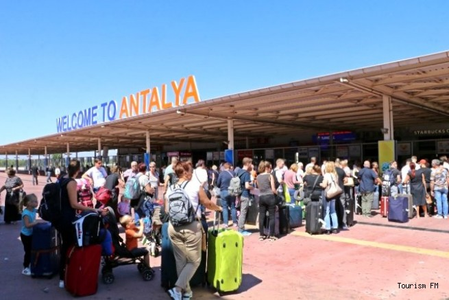 Antalya Havalimanı'nda Thomas Cook kuyruğu!