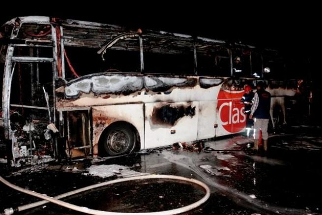 Bir Metro Turizm faciası daha! 31 yolcusu olan otobüs alev alev yandı