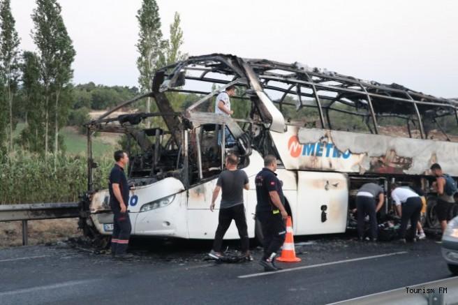 Bir otobüs faciası da Manisa'dan! Metro Turizm'e ait otobüs alev aldı