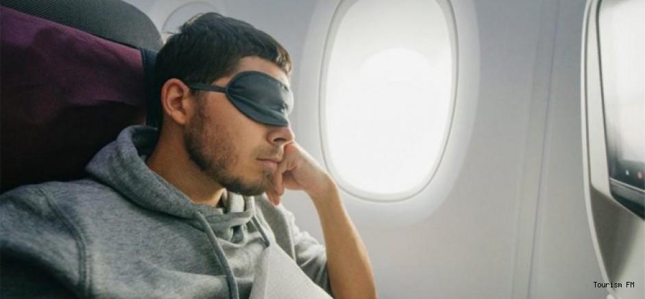 Muhafazakar aktivist maske takmayı reddetti, uçaktan indirildi