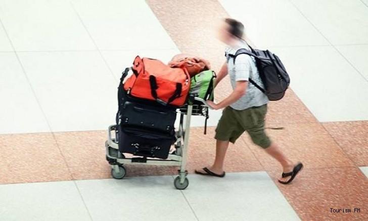 Otelin malzemelerini bavula doldurup çalmışlar!