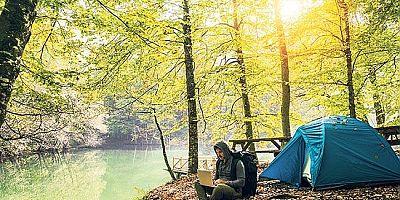 Sonbaharda Erikli Şelalesi'nde kamp bir başka güzel