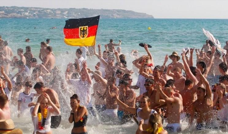 TUI, Alman turistin Türkiye'de tatil yapabilmesi için düğmeye bastı!