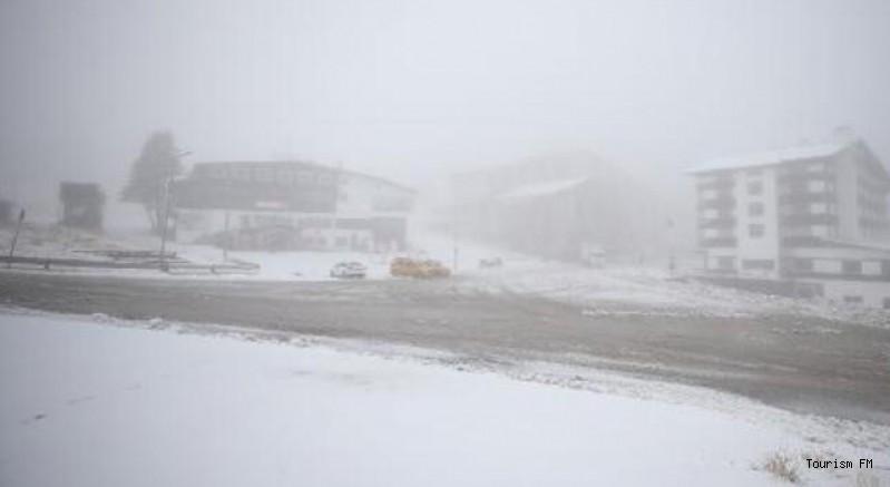 Uludağ oteller bölgesine mevsimin ilk karı yağdı