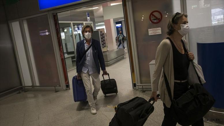 Yurt dışından turist kabul etmeye başlayan o ülkede koronavirüs vakaları patladı!